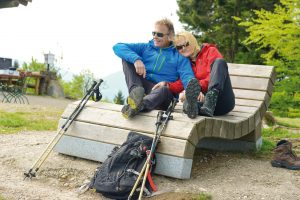 Wanderer am Goldsteig im Bayerischen Wald